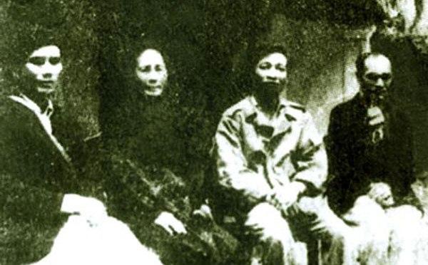 Bài 3. Anh và chị NAQ bị giam mỗi người một nhà