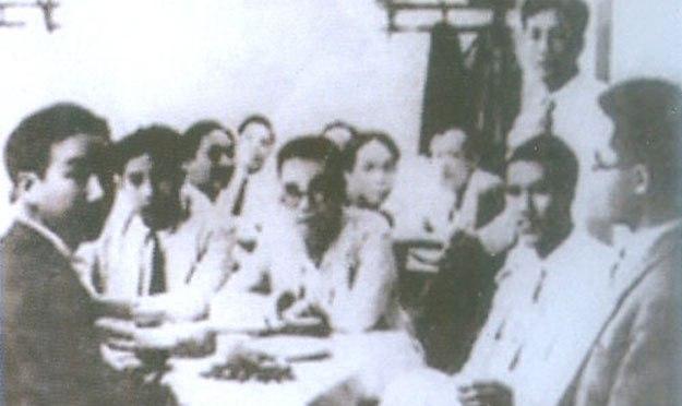 Bài 2. Những Thầy giáo dạy thật thì bị chết thời điểm 1945.