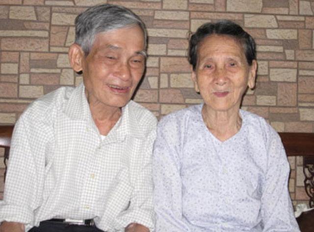 """Bài 5. """"Đại tá tình báo Nguyễn Minh Vân"""" là của giả và là kẻ nhận vơ đã viết tập thơ """"Sống trong mồ""""."""